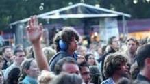 koptelefoon op bij concert