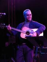 Karl Wallinger met gitaar