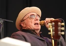 Van Morrison met lichte hoed