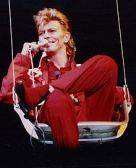 220px-BowieRaR87 Glass Spider Tour 1987