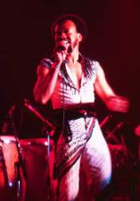 Maurice White optredend