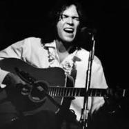 Neil Young (jong) met akoestische gitaar