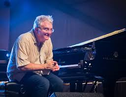 randy-newman-met-piano2