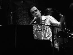 Nick Cave achter piano