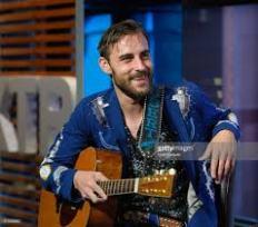 Robert Ellis met gitaar