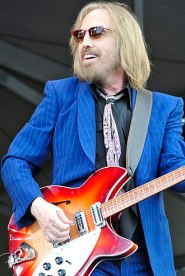 330px-Tom_Petty_(8191710373) 2014