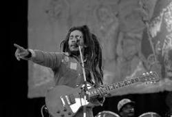 Bob Marley met gitaar live