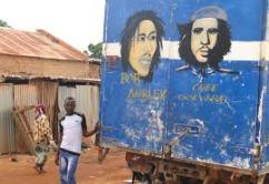 Bob Marley naast Che Guevara op muur