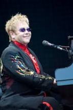 Elton John achter de piano