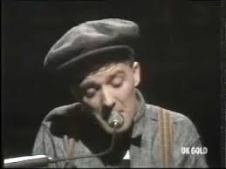 Gilbert O'Sullivan met pet aan piano