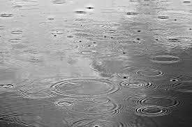 regen in een plas