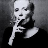 Joni Mitchell met sigaret